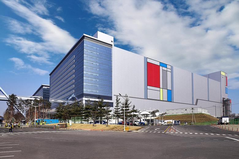 На новой производственной линии Samsung Electronics начат серийный выпуск продукции с применением EUV-литографии